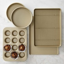 Williams Sonoma Goldtouch bakeware